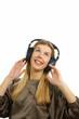 Junge Frau mit Funkkopfhörer