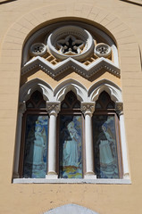 Absidal window.