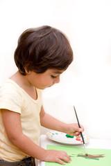 bambino che colora