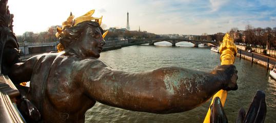 Statues du pont Alexandre 3 - Paris
