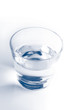 verre d'eau monochrome