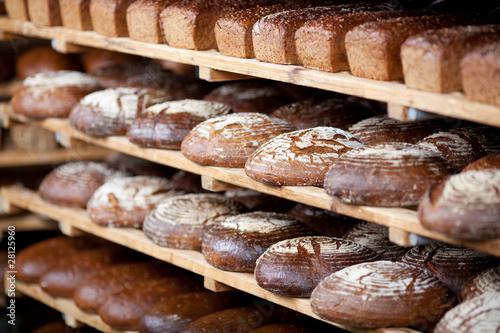 Papiers peints Boulangerie verschiedene brote im regal