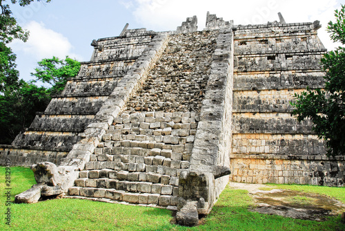 Chichen itza, The ossuary, tomb of high priest