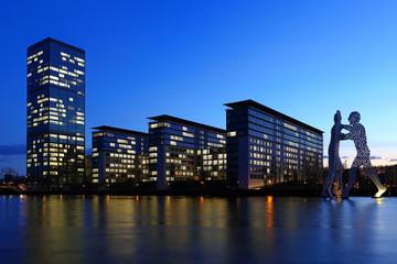 Büro Hochhäuser am Wasser