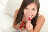 Fototapety Strawberries woman