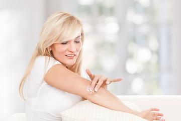 Beauty woman using moisturising cream