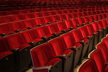 Rote Sitze im Theater