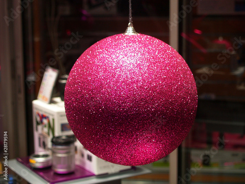 boule de noel rose photo libre de droits sur la banque d 39 images image 28179594. Black Bedroom Furniture Sets. Home Design Ideas
