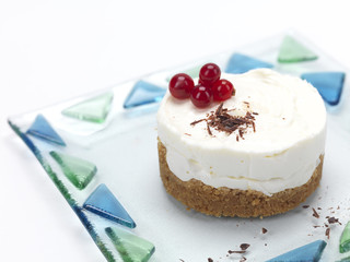 cheese cake with cranberries and choco flakes