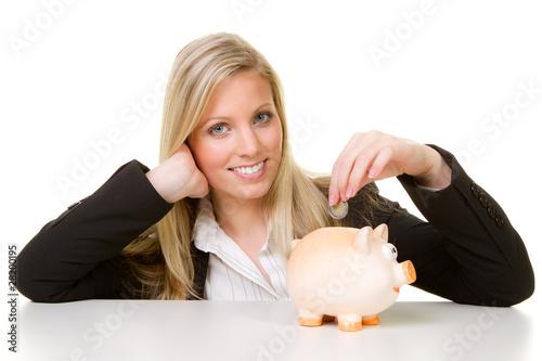geld ins sparschwein werfen