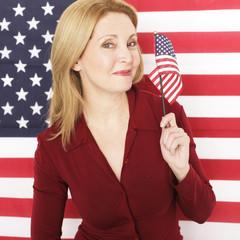 Frau vor US Flagge