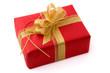 Rotes Geschenk mit goldener Schleife