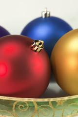 bolas de colores adornadas