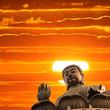 Fototapete Sonnenuntergang - Statuen - Statue