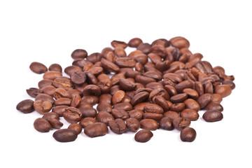 кофе бобы на белом фоне