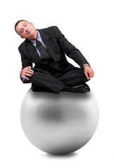 manager addormentato su palla grigia