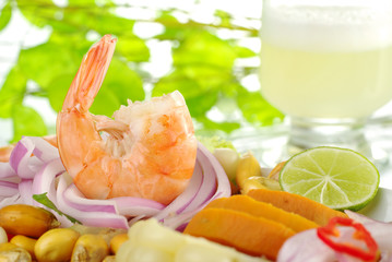 Peruvian prawn ceviche with the cocktail pisco sour
