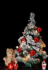 Weihnachtsbaum mit roten Christbaumkugeln