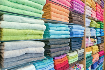 Asciugamani su scaffale