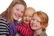 Drei glückliche lächelnde Kinder