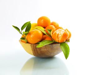 Clementinen auf weißem Untergrund