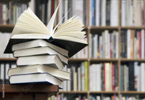 Leinwanddruck Bild Bücherregal