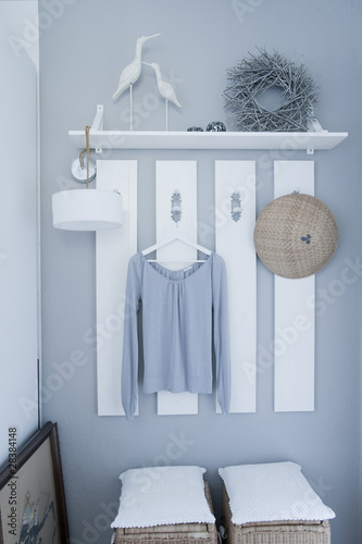 garderobe grau wei von alexander kirk lizenzfreies foto 28384148 auf. Black Bedroom Furniture Sets. Home Design Ideas
