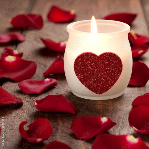 brennende Kerze mit Herz