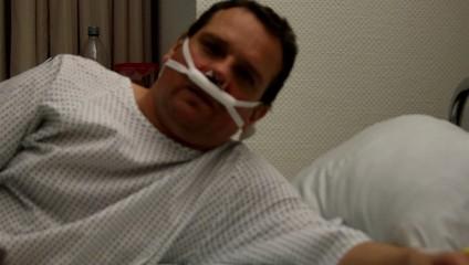 Patient nach Operation im Krankenbett