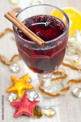 Mulled wine with cinnamon bark