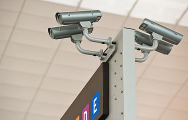Überwachungskameras, Flughafen Barcelona