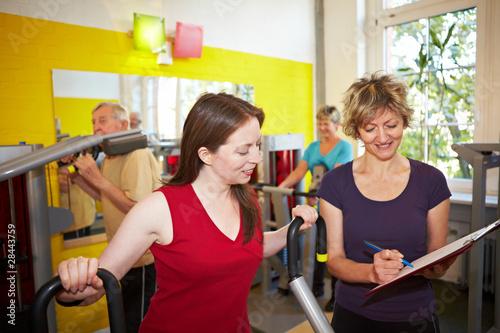 Zirkeltraining im Fitnesscenter