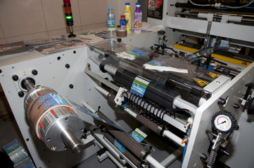 Shrink sleeve labeler machine