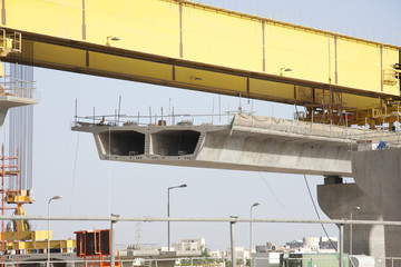 Extended precasted pier segment and the lifting beam