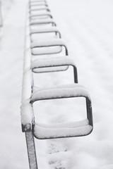 Fahrradständer im Schnee