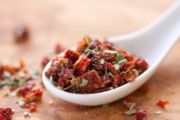 dried tomatoes with basil and salt
