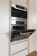 Einbauherd in moderner Küche