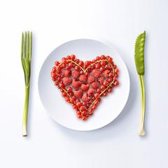 Coeur formé de fruits rouges à déguster