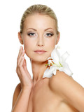 Fototapety Beauty face of the young beautiful woman with flower
