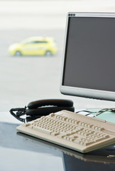 Computerterminal am Flughafen