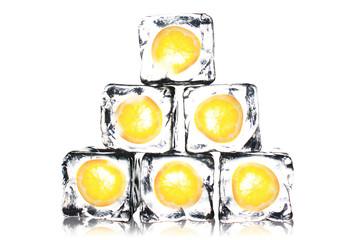 Orangenscheiben in Eis