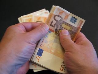 compter des billets de 50 euros