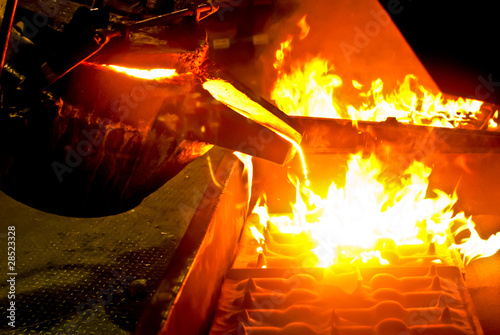 Leinwanddruck Bild metal casting process in high temperature