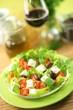 Salat mit Feta und Oliven