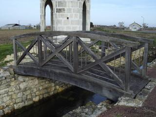 Pont devant le Square du Gua