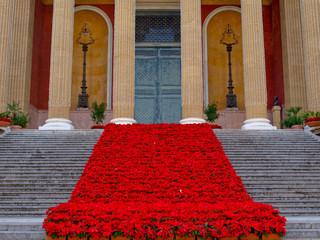 Teatro Massimo di Palermo addobbato per Natale