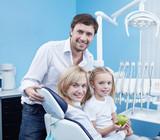 Fototapety A happy family dentistry