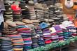 Cappelli in vendita al mercato di San Lorenzo a Firenze