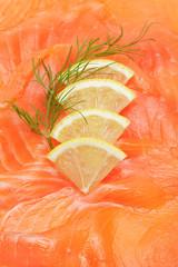 Räucherlachs mit Zitrone und Dill