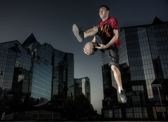 The basketball player in a city